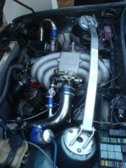 Motorraum des 325