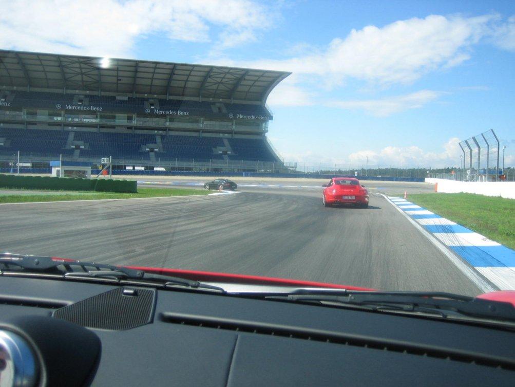 Blick auf die Mercedes-Tribüne