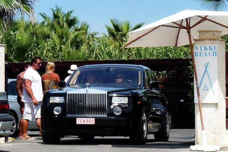 Die großen Autos werden oft von Ladies gefahren.