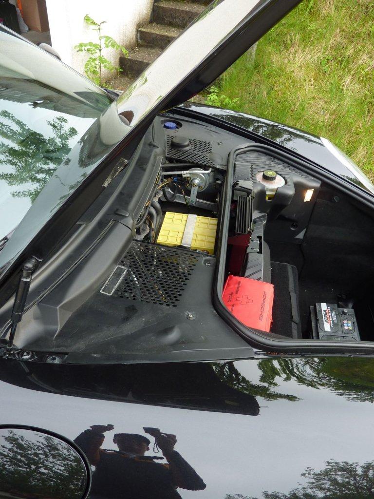 Mehr Batteriegewicht brauch ich nicht. ;-))))) 3,4 statt 19kg. Vollst tauglich !!!!!! (Die geliehene Vorgängerrin ist noch vorne im Kofferraum zu sehen)