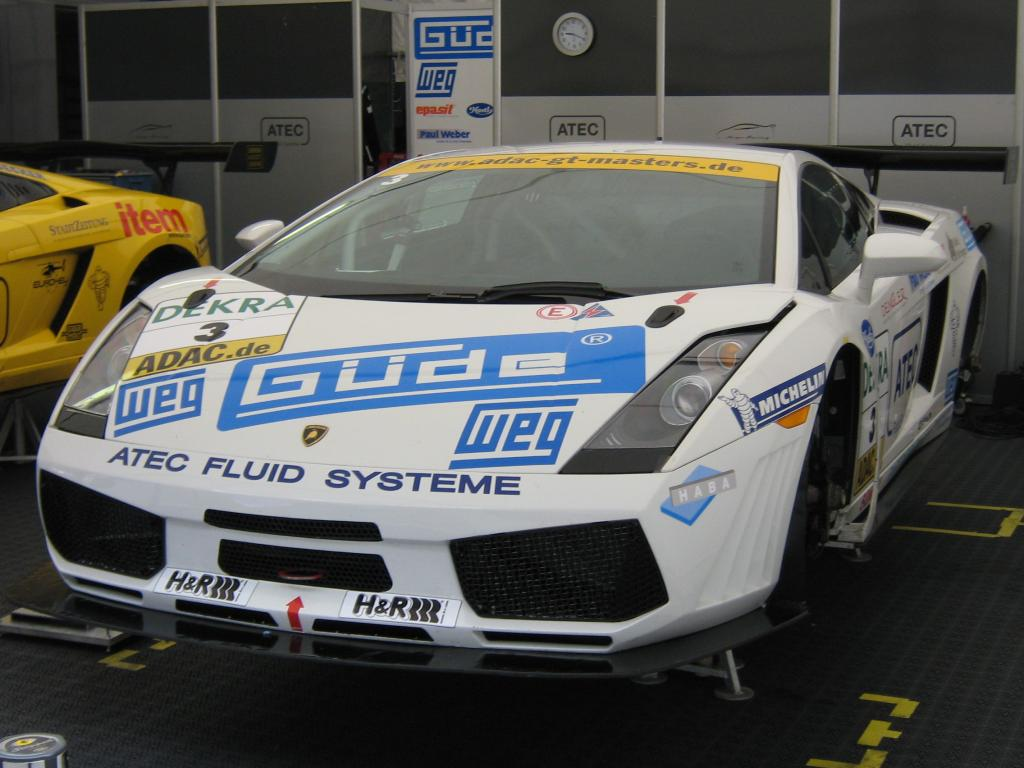 Das ist ein Lamborghini Gallardo in der Racing-Version.