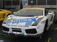 Das ist ein Lamborghini Gallardo in der Racing-Version.