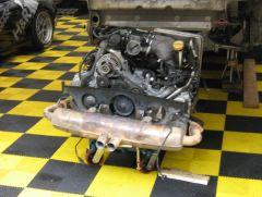 Das ist ein Porsche Motor von den Porsche Carrera Cup Autos.