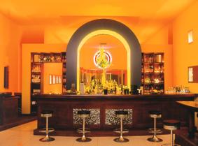CIU DIE SCHULE....eine Bar die Schule macht.  Am Abend dient dieser Raum als Raucherbar und tagsüber als Tagesrestaurant und Schulungsraum