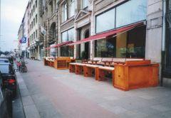 Die Terrasse im mediterranem Stil mit fast 70 Sitzplätzen