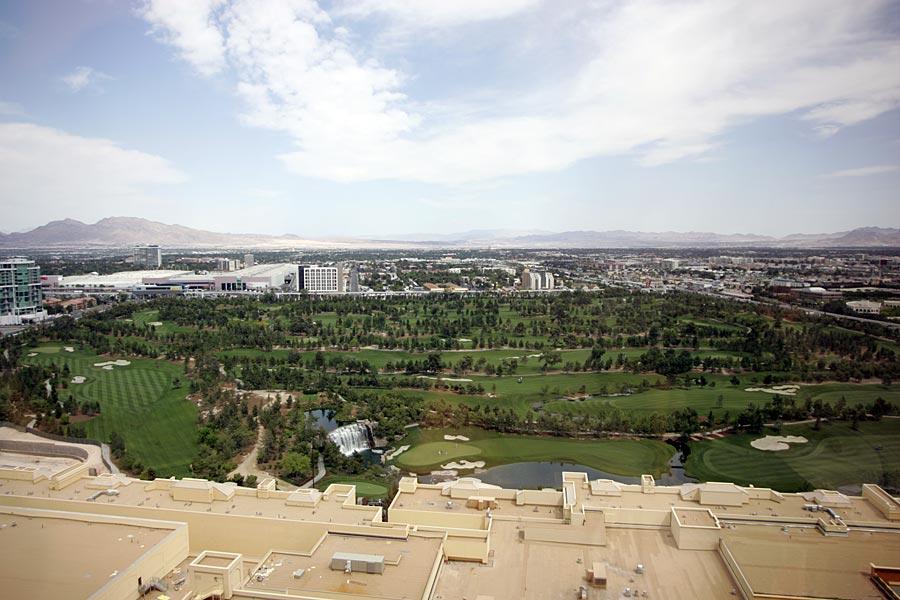 Wynn - Eigener Golfplatz. Die Größe ist heftig - auf der Grundfläche kann man locker ein weiteres Hotel bauen mit allem was man braucht. Greenfee ca. 500$