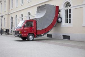 2015-erwin-wurm-truck.thumb.jpg.2d9c3826