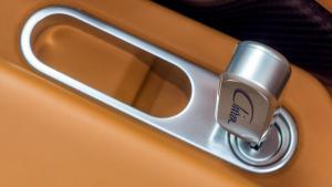 bugatti-chiron-27-1_jpg_900x900_q100.jpg