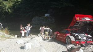 Japanese-man-goes-camping-with-his-Ferrari-F40-8.jpg