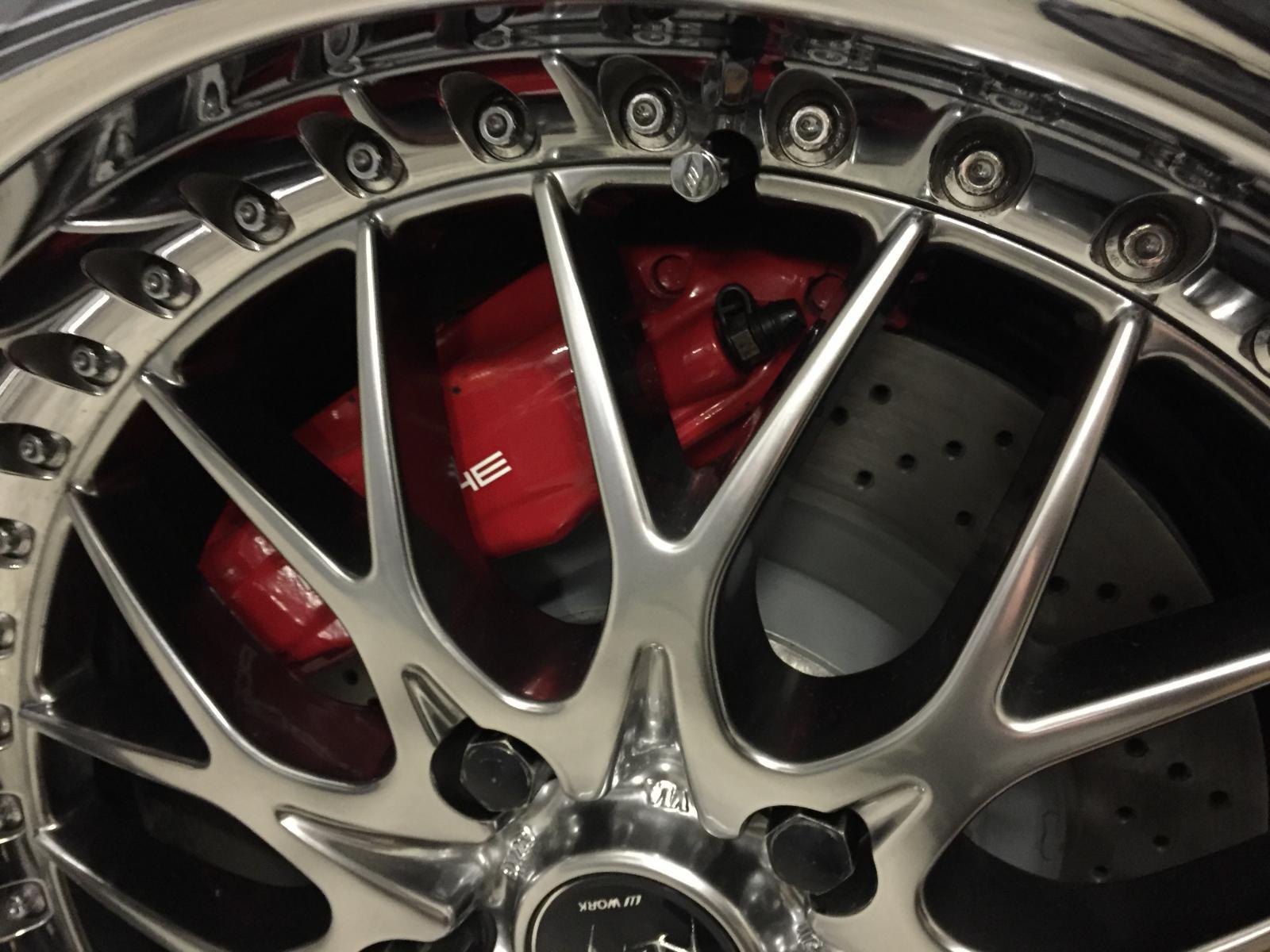 Neue Bremsscheiben... Rote Bremssätel