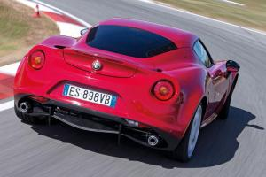 Alfa-Romeo-4C-Heckansicht-fotoshowBig-17f8deed-725615.jpg
