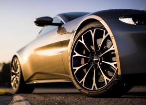 Aston_Martin-Vantage-2019-1600-26.thumb.jpg.edbe07671d631d470dc3a239e9727a24.jpg