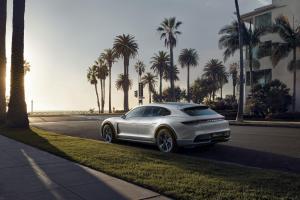 Porsche-Mission-E-Cross-Turismo-Concept-11.thumb.jpg.dbf62f5c39429956b6014a195d16860c.jpg
