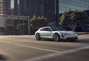 Porsche-Mission-E-Cross-Turismo-Concept-21.thumb.jpg.eb5cf623584f7d06ab37ab08e34726f8.jpg