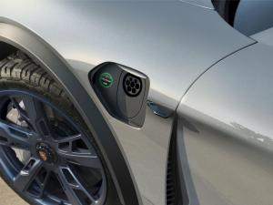 Porsche-Mission-E-Cross-Turismo-Concept-9.thumb.jpg.6a3757066ebd5ddf7befee87dd97de8a.jpg