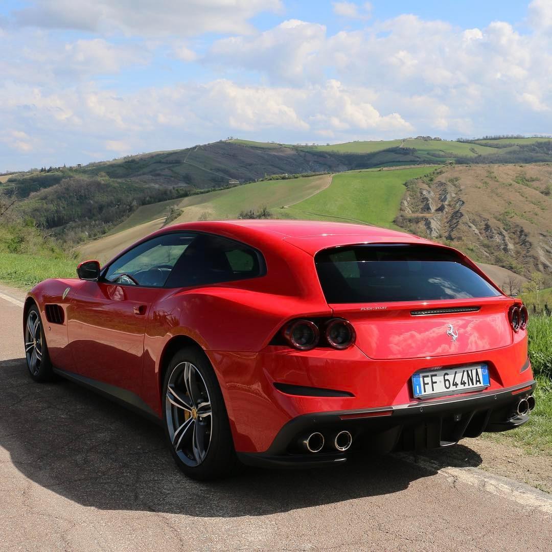 Bilderbuch: Ferrari GTC4Lusso