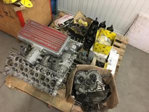 Motor eines Ferrari 328 in Teilen