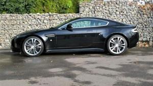 Aston Martin  V12 Vantage -Schalter- Keramic, Carbon