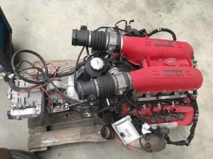 Kompletter Motor und F1-Getriebe eines Ferrari F430